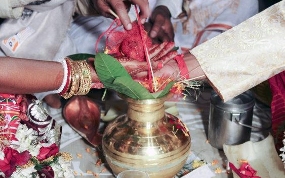 Why Go with Traditional when you can have 5 Interesting Ideas of Indian Wedding Cards?